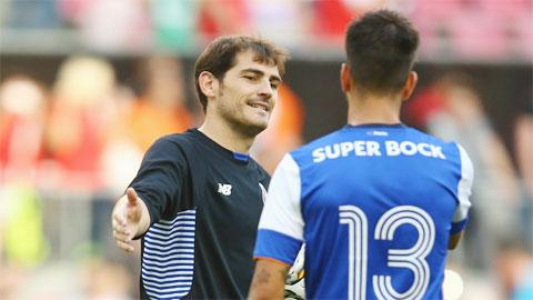 Cản penalty, Casillas sắm vai người hùng trong chiến thắng của Porto