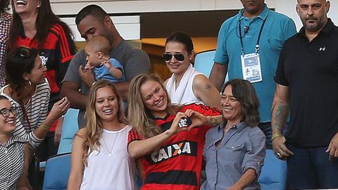 Nữ hoàng UFC dự khán trận Flamengo và Santos