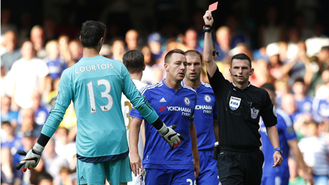 Chelsea kháng án cho chiếc thẻ đỏ của Courtois