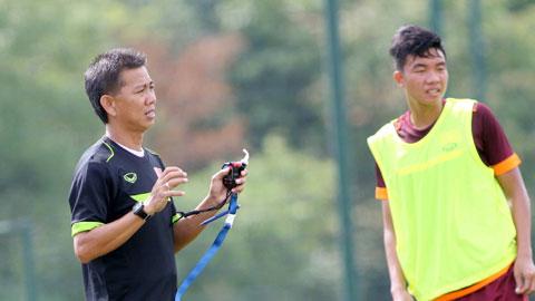 """HLV Hoàng Anh Tuấn (ĐT U19 Việt Nam): """"Thể lực đã được cải thiện đáng kể"""""""
