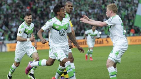 Cuộc đua vô địch Bundesliga: Sói sẽ ngáng đường Hùm?