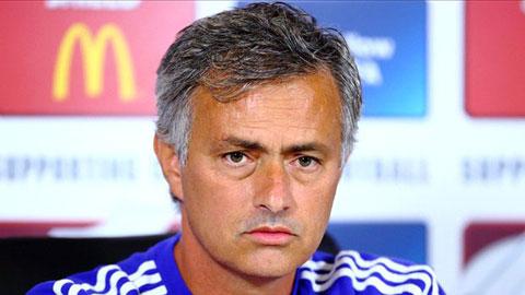 Mourinho quay ngoắt 180 độ với đội ngũ y tế của Chelsea