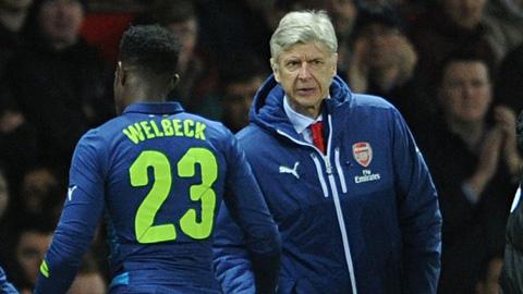 Cạn kiên nhẫn với Welbeck, Wenger lên kế hoạch săn tiền đạo