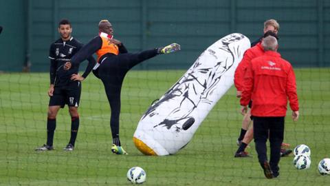 Liverpool phải trả bộn tiền cho 'lòng trung thành' của Balotelli