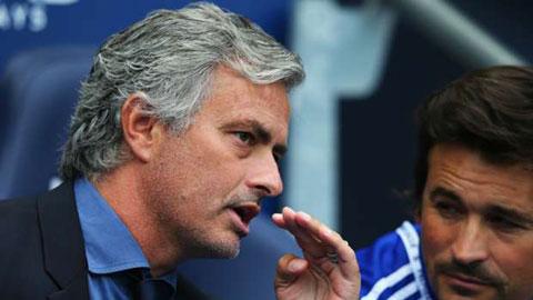 Mourinho biết Chelsea có vấn đề chỉ sau 10 giây bóng lăn