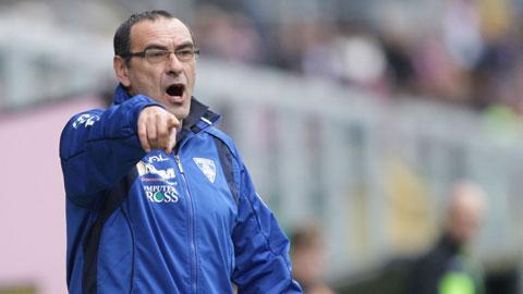 Napoli đối mặt với một loạt thử thách gian nan
