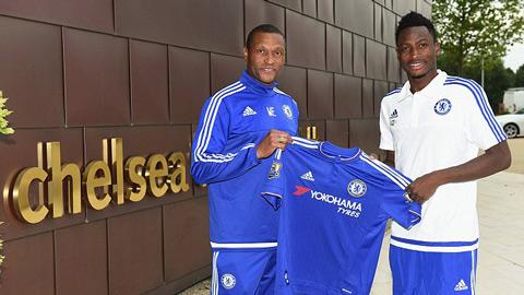 Chelsea ra mắt Baba, sẵn sàng cạnh tranh Pedro với M.U