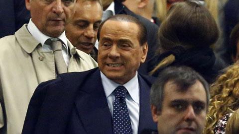 Chi đống tiền, Berlusconi nổi giận khi Milan thua trận mở màn