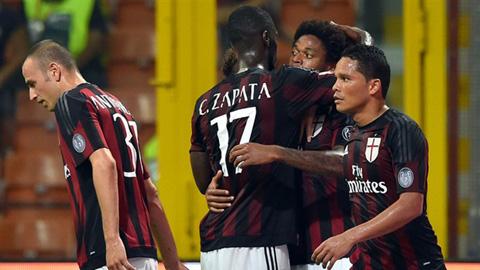 Bacca & Adriano lập công, Milan thắng trận đầu tiên ở Serie A