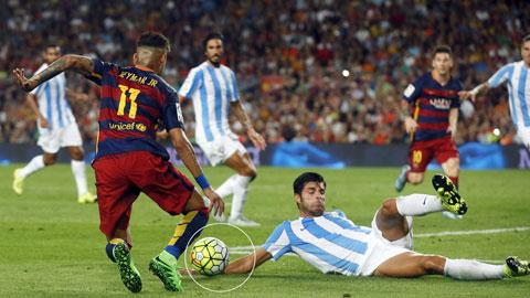 """Barca đang bị trọng tài """"ghét"""""""