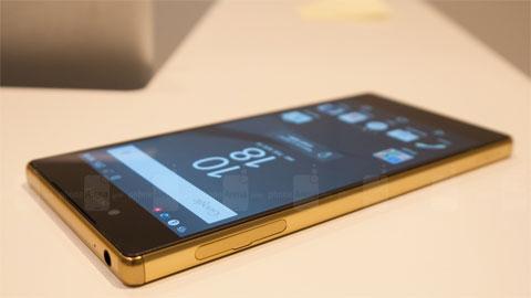 Xperia Z5 Premium vs iPhone 6 Plus: Chưa biết mèo nào cắn mỉu nào