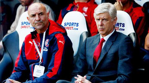 Wenger bị chỉ trích lừa dối CĐV Arsenal khi có thể sở hữu Benzema với giá 75 triệu bảng