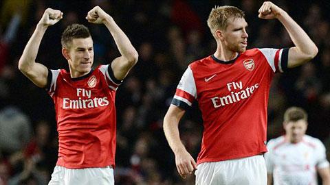 Arsenal đón cặp trung vệ trước trận gặp Stoke