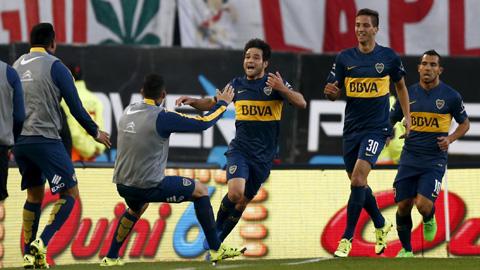 Thắng River Plate, Boca Juniors lên ngôi đầu bảng