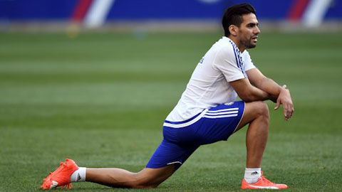 Chelsea lại đau đầu vì Radamel Falcao chấn thương