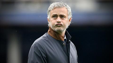 """Sóng ngầm ở Chelsea: Mourinho trên đường trở thành... """"kẻ cô độc"""""""