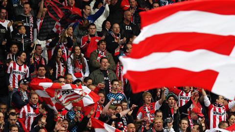 M.U thất bại vì cầu thủ bị CĐV PSV quấy rối giấc ngủ
