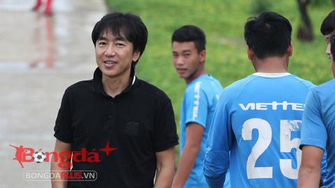 HLV Toshiya Miura tham quan Trung tâm đào tạo bóng đá Viettel