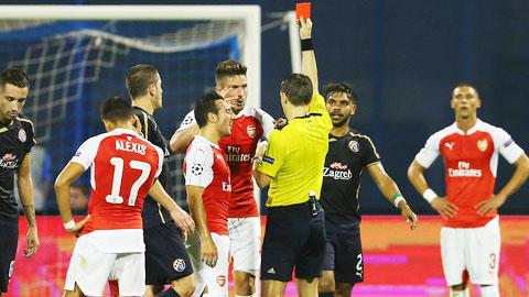 Giroud là tâm điểm chỉ trích sau trận thua của Arsenal trước Dinamo Zagreb