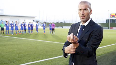 Zinedine Zidane luyện công chờ thời