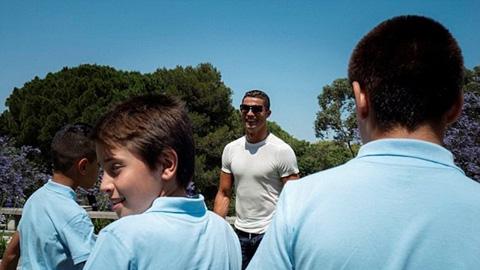 """Fan có cơ hội ăn tối và tư vấn """"góc con người"""" cho Ronaldo"""