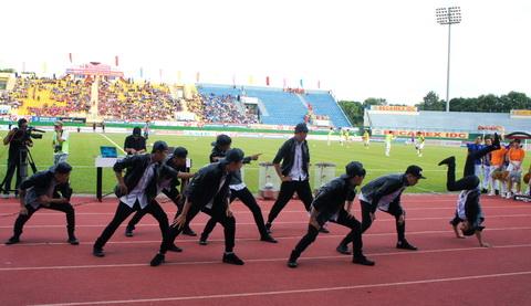 Chùm ảnh: Sân Gò Đậu biến thành lễ hội, chào đón chung kết Cúp Quốc gia 2015
