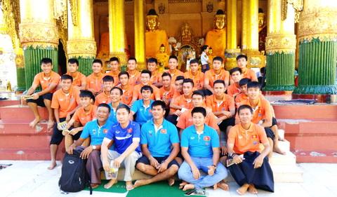 U19 Việt Nam tham quan thắng cảnh ở Yangon