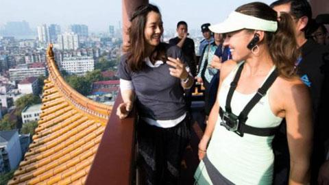 Martina Hingis và Li Na rạng rỡ trên đỉnh Hoàng Hạc Lâu
