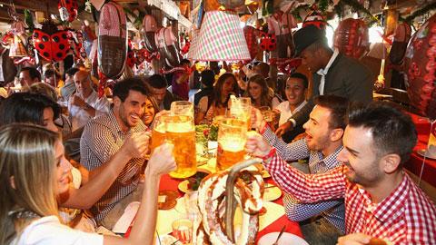 Sao Bayern rạng ngời trong lễ hội bia Oktoberfest