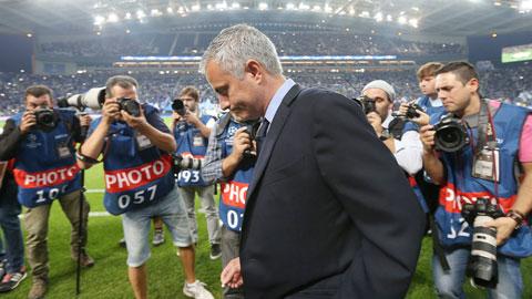 """Sai lầm chiến thuật biến Mourinho thành """"người hết đặc biệt"""""""