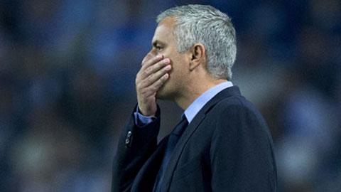 Muốn cứu Chelsea, Mourinho hãy học theo... Van Gaal