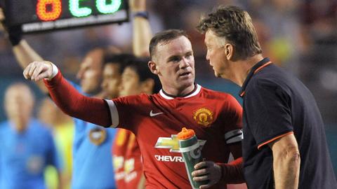 Van Gaal bị điên mới trảm Rooney