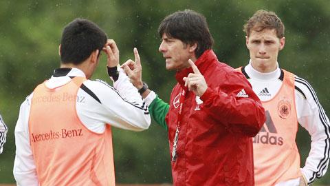 Loew đau đầu vì tuyến giữa ĐT Đức