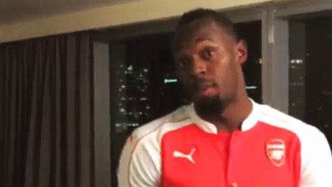 """""""Tia chớp"""" Usain Bolt mặc áo Arsenal vì đã hết yêu M.U?"""