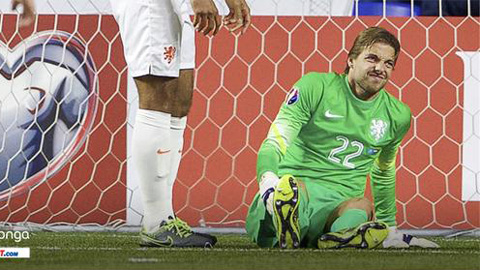Newcastle mất thủ môn Krul đến hết mùa giải 2015/16
