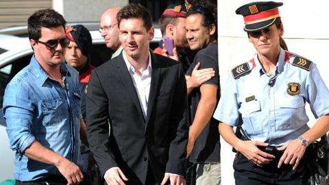 Tại sao Messi sẽ không thể ngồi tù vì trốn thuế?
