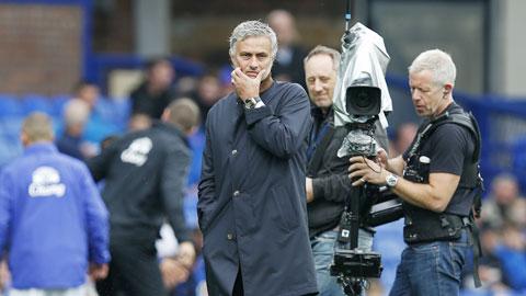 Mourinho không xứng nhận lương ngất ngưởng