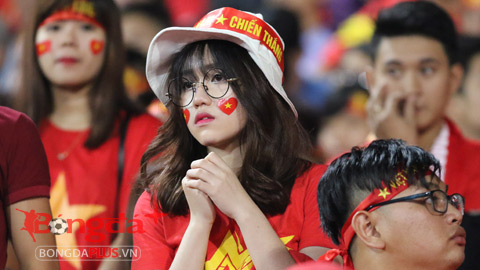 Hot-girl buồn bã khi Việt Nam thất bại trước Thái Lan