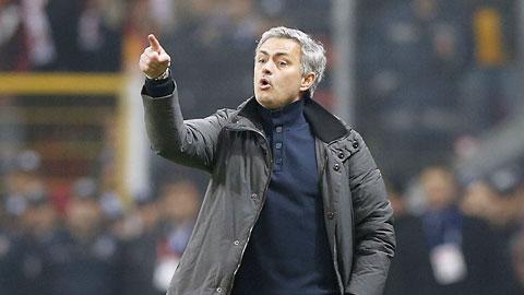 Jose Mourinho bạc với phụ nữ, phũ với trẻ em