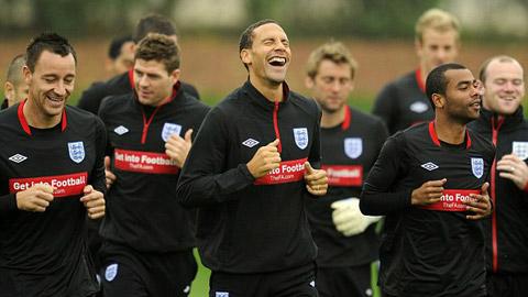 Rio Ferdinand sắp chung chiến tuyến với 2 kẻ thù Terry và Ashley Cole
