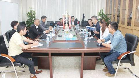 Cố vấn cao cấp của CLB Reading làm việc với CLB Hà Nội