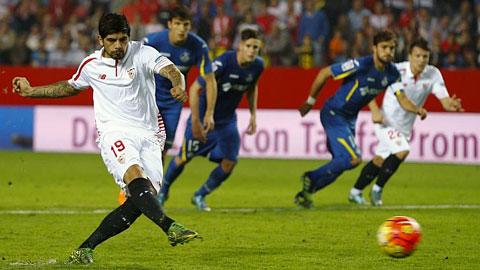 Bộ ba Sevilla đi vào lịch sử La Liga nhờ đá phạt đền
