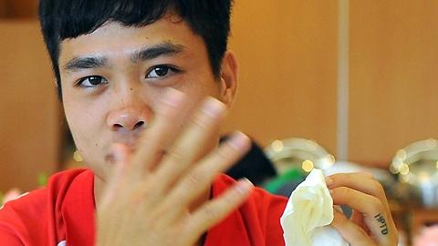 """Những bản """"họa bì"""" ấn tượng nhất của cầu thủ Việt"""