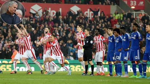 Chelsea thua Stoke: Định mệnh của Mourinho