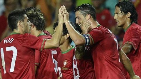 Ronaldo tỏa sáng mang về trận hòa cho Bồ Đào Nha