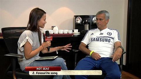Mourinho tự nhận fan cuồng của Bryan Adams, mong Vilanova và Mandela khỏe mạnh