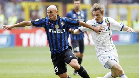 Sân Massimino chưa bao giờ là điểm đến dễ dàng của Inter (trái)