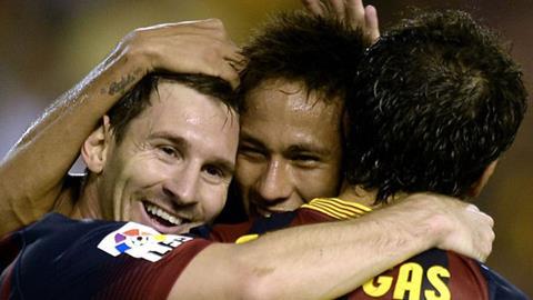 Messi lập cú đúp giúp Barca thắng Valencia