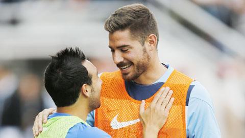 Tiền vệ Garcia (phải)
