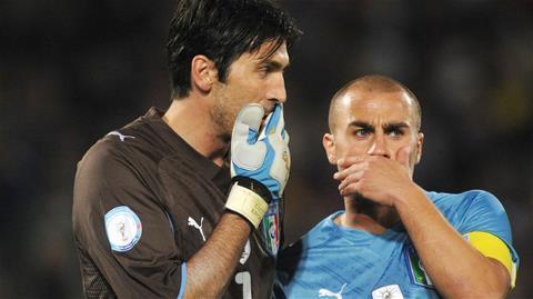 Buffon chuẩn bị sánh ngang với kỷ lục khoác áo 136 trận cho đội tuyển quốc gia Italia của Cannavaro.